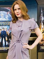 file_28_6355_hot-clothing-hues-redheads-amy-adams-03