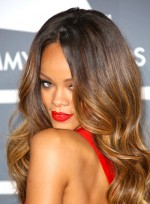 file_3243_rihanna-sexy-long-wavy-hairstyle-highlights_01