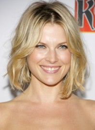 file_3288_ali-larter-medium-wavy-tousled-blonde-bob-hairstyle-275