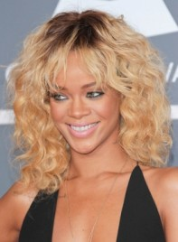 file_3430_rihanna-medium-curly-higlights-chic-blonde-275