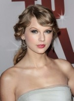 file_3599_taylor-swift-curly-ponytail-romantic-blonde