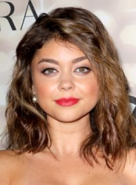 file_3961_sarah-hyland-funky-medium-brunette-wavy-hairstyle-275