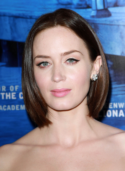 Emily Blunt S Medium Thick Edgy Bob Hairstyle