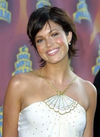 file_4769_mandy-moore-short-sexy-brunette-275