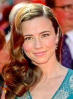 file_5302_linda-cardellini-long-curly-brunette-sophisticated-hairstyle