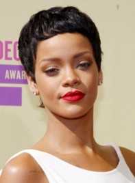 file_5323_rihanna-short-black-chic-sophisticated-hairstyle-275