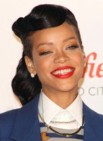 file_5371_rihanna-long-black-edgy-wavy-hairstyle