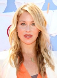 file_58699_christina-applegate-romantic-blonde-wavy-tousled-hairstyle-275