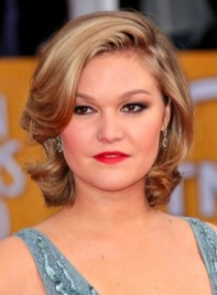 file_58791_julia-stiles-medium-sophisticated-wavy-blonde-hairstyle-275