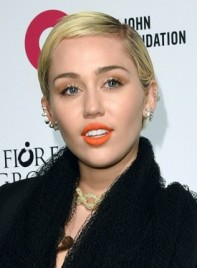 file_59080_Miley-Cyrus-Short-Straight-Blonde-Pixie-Hairstyle-275