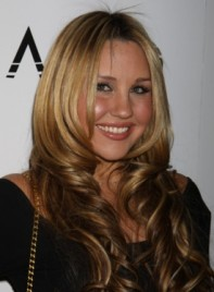 file_6125_amanda-bynes-2-curly-chic-sophisticated-blonde-275