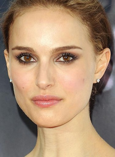 Best Makeup for <b>Brown Eyes</b> - file_6334_best-makeup-brown-eyes-XL-375x510