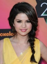 file_36_6571_selena-gomez-braids-and-twists-sophisticated-chic-02-200