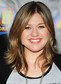 Worst Haircut for Round Faces Kelly Clarkson