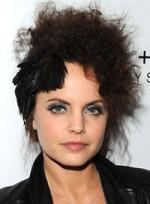 file_25_6901_worst-hair-2010-so-far-mena-suvari-04