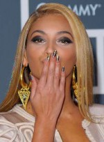 file_42_7011_10-ways-to-get-noticed-beyonce-knowles-08