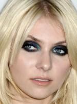 file_47_7031_what-men-think-makeup-taylor-momsen-02