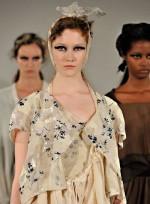 file_43_7321_weirdest-fashion-week-looks-06