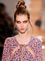 file_83_7321_weirdest-fashion-week-looks-10