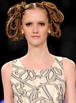 file_90_7321_weirdest-fashion-week-looks-17