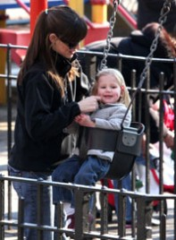 file_11_7511_cute-celebrity-kids-jennifer-garner-violet-affleck-11