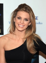 file_11_7741_ways-to-style-long-hair-annalynne-mccord-11