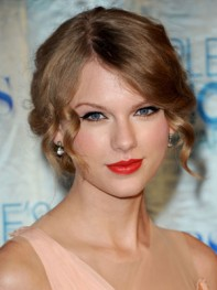 file_11_8261_at-home-prom-hair-makeup-taylor-swift-10