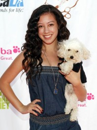 file_35_8401_celebs-who-look-like-their-dogs-keana-texeira-15