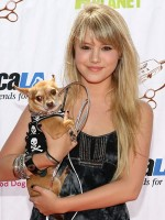 file_93_8401_celebs-who-look-like-their-dogs-taylor-spreitler-16