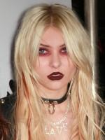 file_47_8921_worst-celeb-makeup-08
