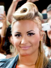 file_2_11021_worst-celeb-eyebrows-Demi-Lovato