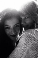 file_85_14081_behind-the-scenes-grammys-taylor-swift-lorde