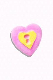 file_19_14491_br-valentines-day-lush-heart-locket-bath-bomb
