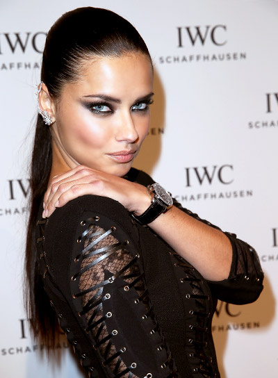 Adriana Lima with a Long, Straight, Sexy, Ponytail Hairstyle Pictures