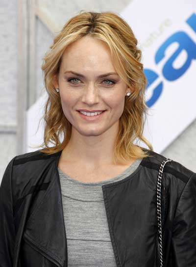 Amber Valetta Medium, Wavy, Blonde Half Updo