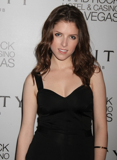 Anna Kendrick Medium, Wavy, Brunette Hairstyle
