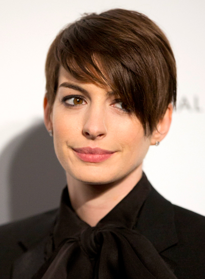 Anne Hathaway's Short, Straight, Edgy, Brunette Hairstyle