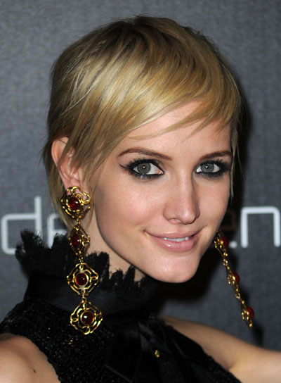 Ashlee simpson beauty riot ashlee simpson short straight chic blonde hairstyle urmus Gallery