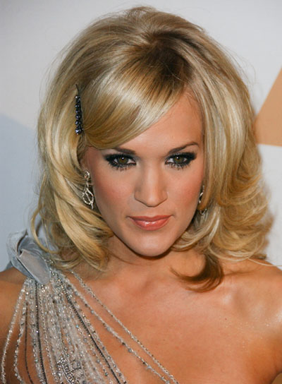 Carrie Underwood Chic, Layered Blond Hairstyle