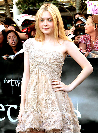 Dakota Fanning Straight, Chic, Blonde Hairstyle