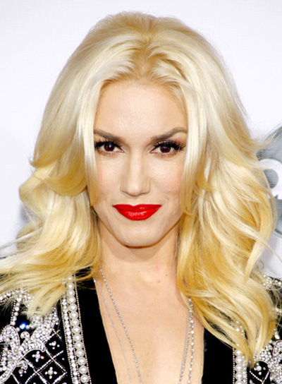 Gwen Stefani's Long, Blonde, Romantic, Wavy Hairstyle