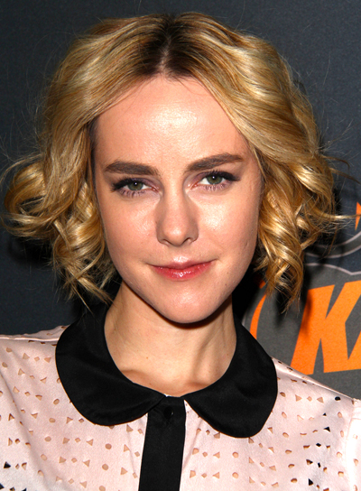 Jena Malone with a Medium, Curly, Layered, Blonde Hairstyle