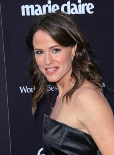 Jennifer Garner Medium, Wavy, Brunette Hairstyle