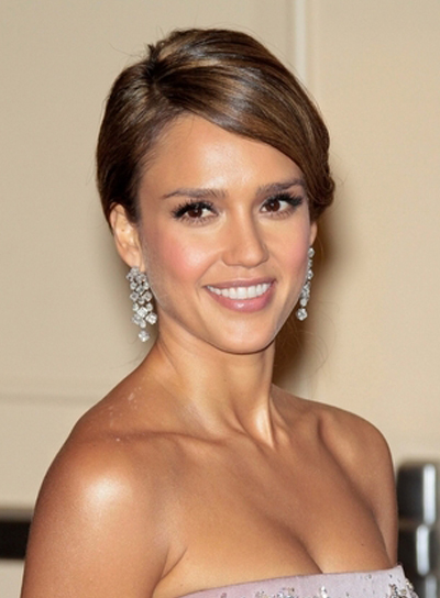 Jessica Alba Sexy, Romantic, Brunette Hairstyle with Highlights