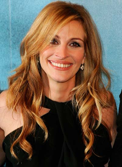 Julia Roberts Long, Wavy Hairstyle
