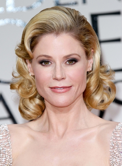 Julie Bowen Medium, Curly, Romantic, Sophisticated, Blonde Bob