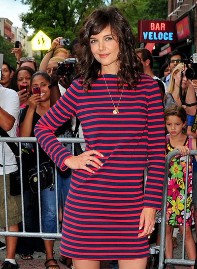Katie Holmes Medium, Curly Hairstyle with Bangs