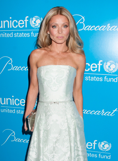 Kelly Ripa's Long, Wavy, Blonde, Romantic Hairstyle