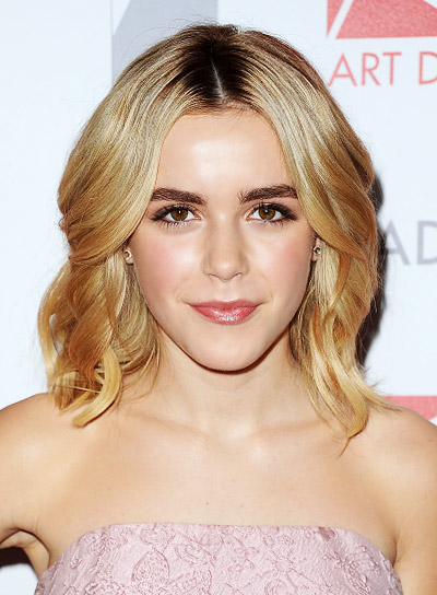 Kiernan Shipka with a Medium, Wavy, Blonde, Formal Hairstyle Pictures