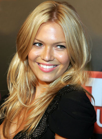 Mandy Moore Long, Blonde, Wavy Hairstyle